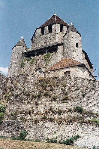 Chemise (wall) - The keep at Provins encirled by a low wall
