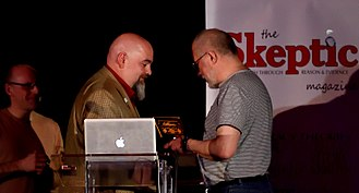 """QED (conference) - Matt Dillahunty presents Alan Henness the 2015 Event / Campaign Award for """"Stop the Saatchi Bill""""."""