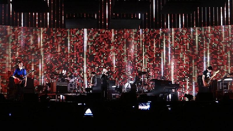 Radiohead live 2012.jpg