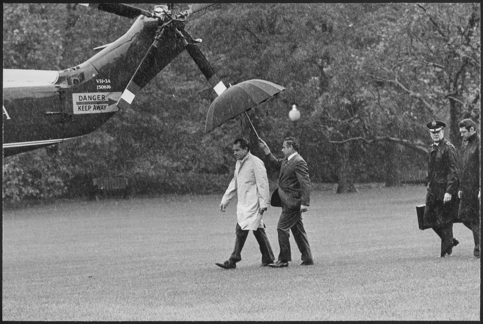 Richard M. Nixon walking out to Marine One in the rain - NARA - 194697