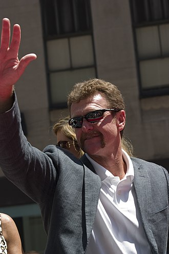 1999 Baseball Hall of Fame balloting - Image: Robin Yount Rubenstein 2008 All Star Game Red Carpet Parade