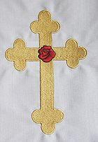 Rose-Croix brodée sur une nappe d'autel