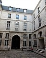 Rue Vieille du Temple 110 hôtel d'Hozier cour vers la rue.jpg