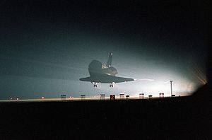 STS-101 - STS-101 landing at the Shuttle Landing Facility, 29 May 2000.
