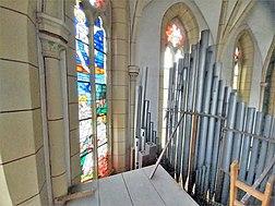Saarbrücken-Burbach, St. Eligius (Weise-Orgel, Schwellwerksdach) (7).jpg