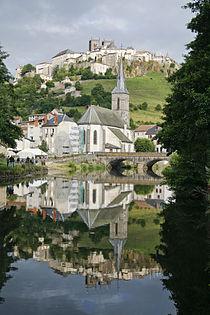 Saint-Flour depuis les berges de L'Ander.jpg