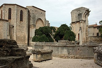 Abbey of Saint-Gilles - The massive ruins of the former choir area.