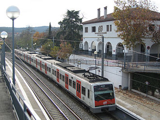 Barcelona–Vallès Line - A 112 Series train at Sant Quirze station.