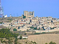 Savallà del Comptat dominat pel castell.jpg