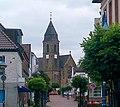 Schermbeck – Mittelstraße mit der Kath. Kirche St. Ludgerus - panoramio.jpg