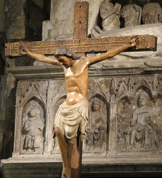 Jésus sur sa croix dans la basilique Santa Chiara à Naples. Photo de Sailko.