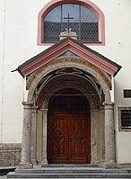 Servitenkirche Innsbruck Portal 2.jpg
