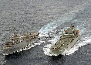 HMAS Sirius (O 266) - Image: Sirius refueling Juneau