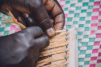 Sisal - Weaving a door mat in Uganda