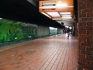 Snowdon station - Blue Line platform