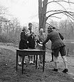 Soestdijk padvindersaktie Heitje voor een karweitje. Prinses Beatrix en Irene be, Bestanddeelnr 905-0522.jpg