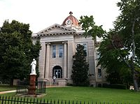 South facade of the Lee County, Mississippi courthouse in Tupelo, Mississippi 5 Aug 2013.jpg