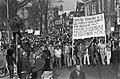 Spaanse gastarbeiders van Hoogovens demonstreren in Beverwijk na dood collega o, Bestanddeelnr 927-1079.jpg
