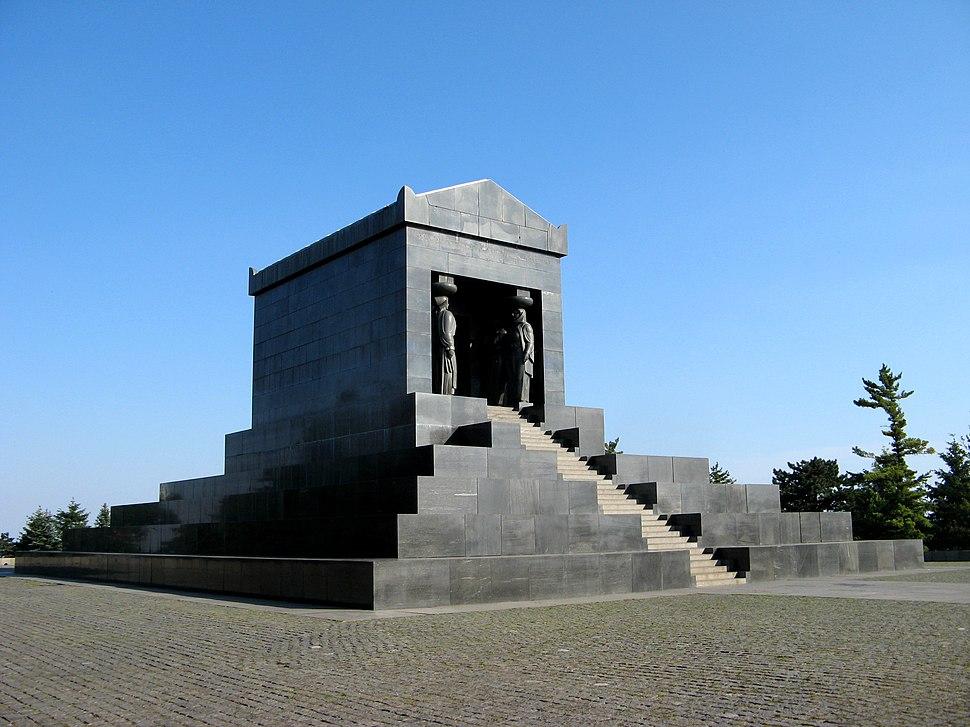 Spomenik Neznanom junaku 2