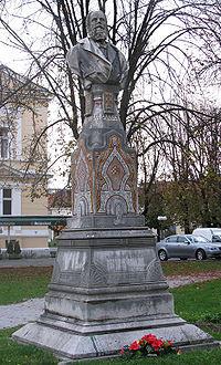 Spomenik Radoslav Lopašić Karlovac.jpg
