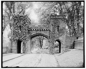 Springfield Cemetery (Springfield, Massachusetts) - Image: Springfield Cemetery Entrance 1905