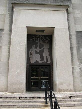 Wilbur J. Cohen Federal Building - Image: Ssa bldg east entrance