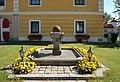 St. Gotthard - Pfarrhof 02.jpg