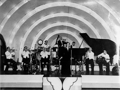 StateLibQld 1 44119 Billo Smith's Dance Band performing at the Trocadero dance hall, Brisbane, ca. 1943