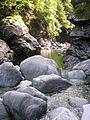 Steine im Maggia Flussbett - panoramio.jpg