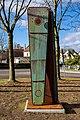Stele der Umarmung (Freiburg Lehen) jm88057.jpg