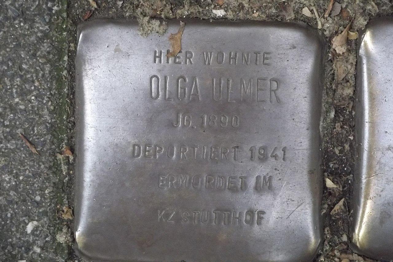 Stolperstein Duisburg 500 Altstadt Mainstraße 15 Olga Ulmer.jpg