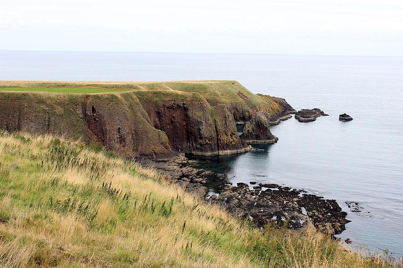 File:Stonehaven Coastline 4.JPG