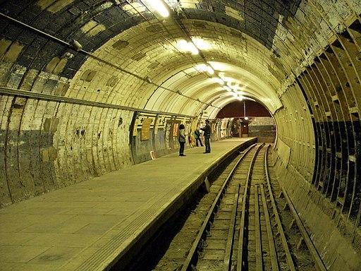 Strand Tube Station - eastern platform - DSCF0806 (J50)