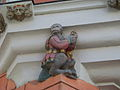 Straubing-Ludwigsplatz-20-Erker-Affe.jpg
