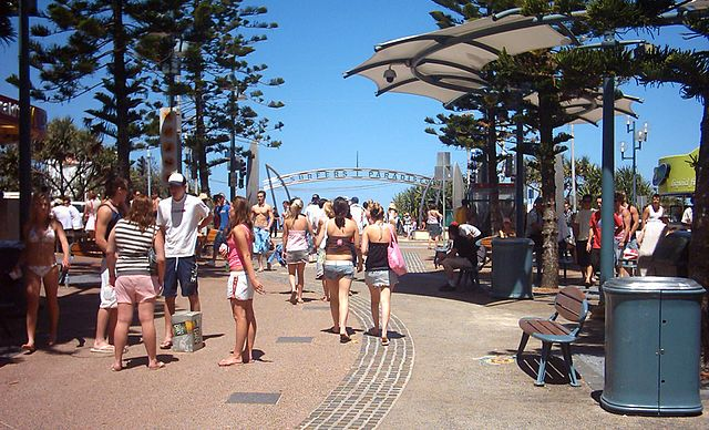 File Surfers Paradise Sign Jpg Wikimedia Commons