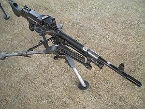 三脚架を装備した74式小隊機関銃 74式小隊機関銃 74式小隊機関銃 種類 汎用機関銃 製造国