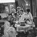 Televisiestuk Drie stuivers opera , Mackie Messer (Joop Doderer) in het bordee, Bestanddeelnr 911-7345.jpg
