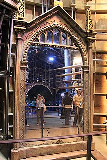 Harry potter l 39 cole des sorciers wikip dia for Miroir du rised
