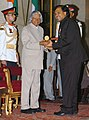 The President, Dr. A.P.J. Abdul Kalam presenting Padma Shri to Prof. (Dr.) Atul Kumar, at an Investiture-II Ceremony at Rashtrapati Bhavan in New Delhi on April 05, 2007.jpg