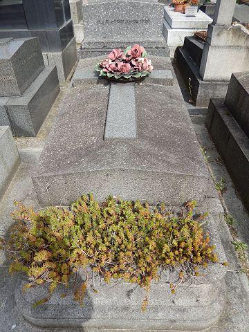 Могила Альфреда Капю на кладбище du Père Lachaise