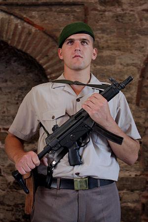 Gendarmerie General Command - Image: Topkapı sarayında nöbetçi Jandarma Eri