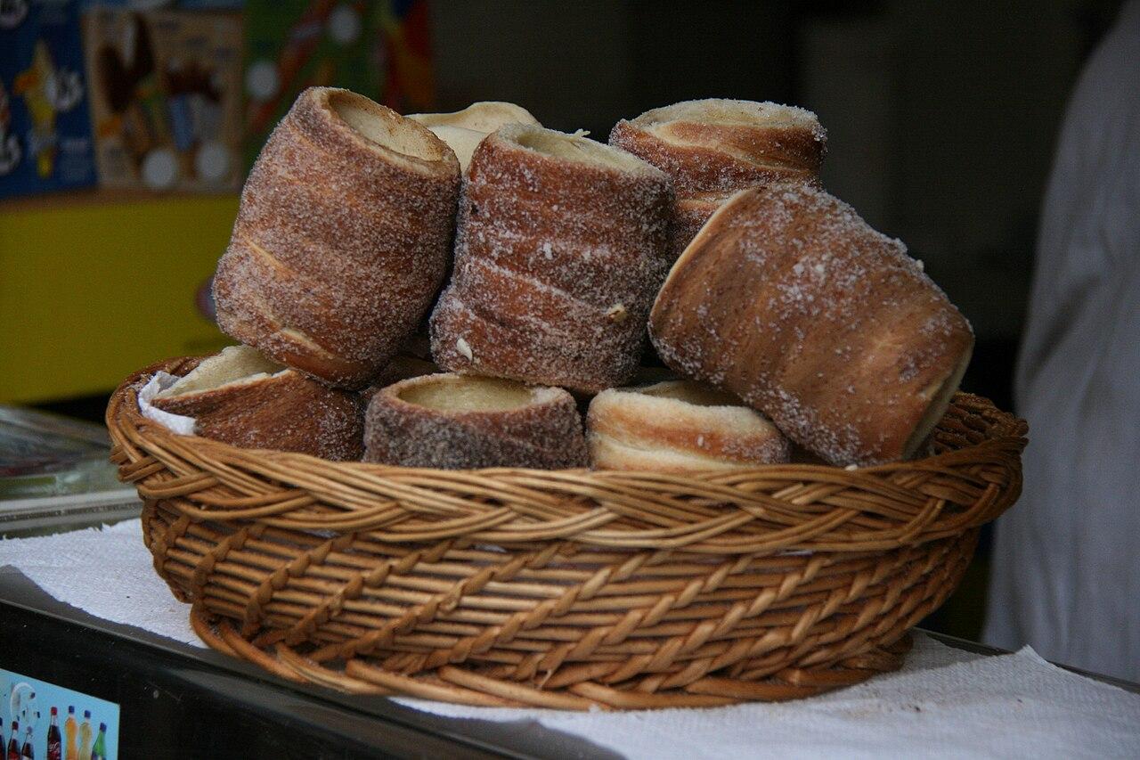 Broche For Cake
