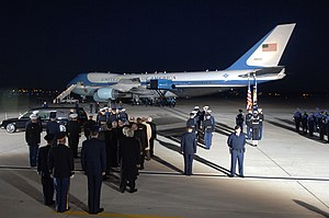 US Navy 061230-F-0194C-006 The casket of Gerald R. Ford, 38th president of the United States, arrives at Andrews Air Force Base, Md., Dec. 30, 2006.jpg