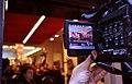 Un journaliste filme le comité d'accueil à l'intérieur (6901829822).jpg