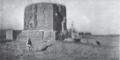 Vihara bei Kutscha - daneben islamisches Heiligtum Le Coq 1916 Tafel 2 Figur 1.png