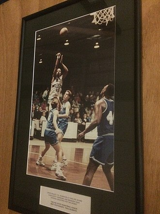Vince Kelley - Picture of Kelley (shooting) with the Wolves in 1992