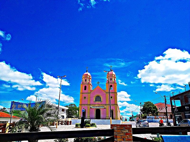 Vista parcial de Praça Monsenhor Expedito com a Igreja Matriz.