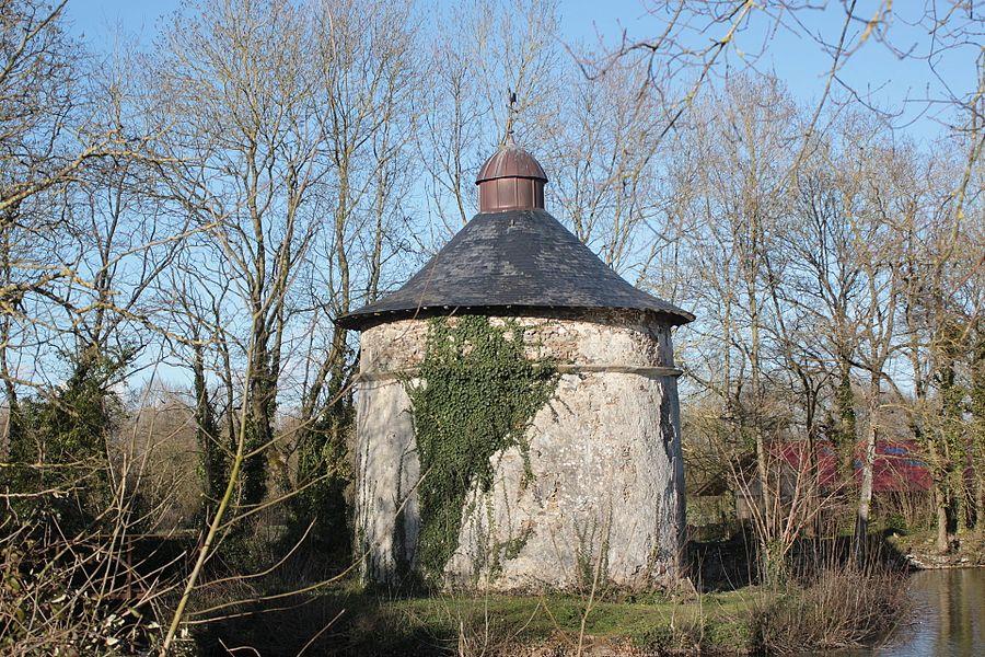 Pigeonnier du château de la Preuille. Fr-85-Saint-Hilaire-de-Loulay.
