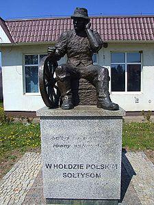 https://upload.wikimedia.org/wikipedia/commons/thumb/7/74/Wachock_pomnik_soltys_2_by_sh.jpg/225px-Wachock_pomnik_soltys_2_by_sh.jpg