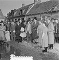 Watersnoodramp 1953. Koningin Juliana bezoekt Nieuw-Vossemeer, Bestanddeelnr 905-6106.jpg